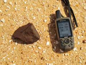 in-situ-photos-of-desert-meteorites-26