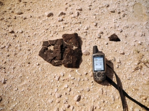 in-situ-photos-of-desert-meteorites-47