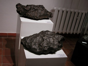 meteorite-exhibition-in-mineralogical-museum-2009