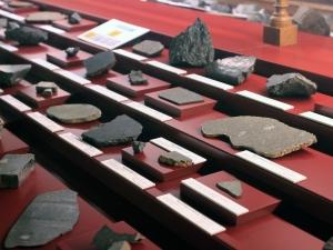 img_2594_nwa7247_o115_tomek-jakubowski_nhmv-meteorite-hall_v55
